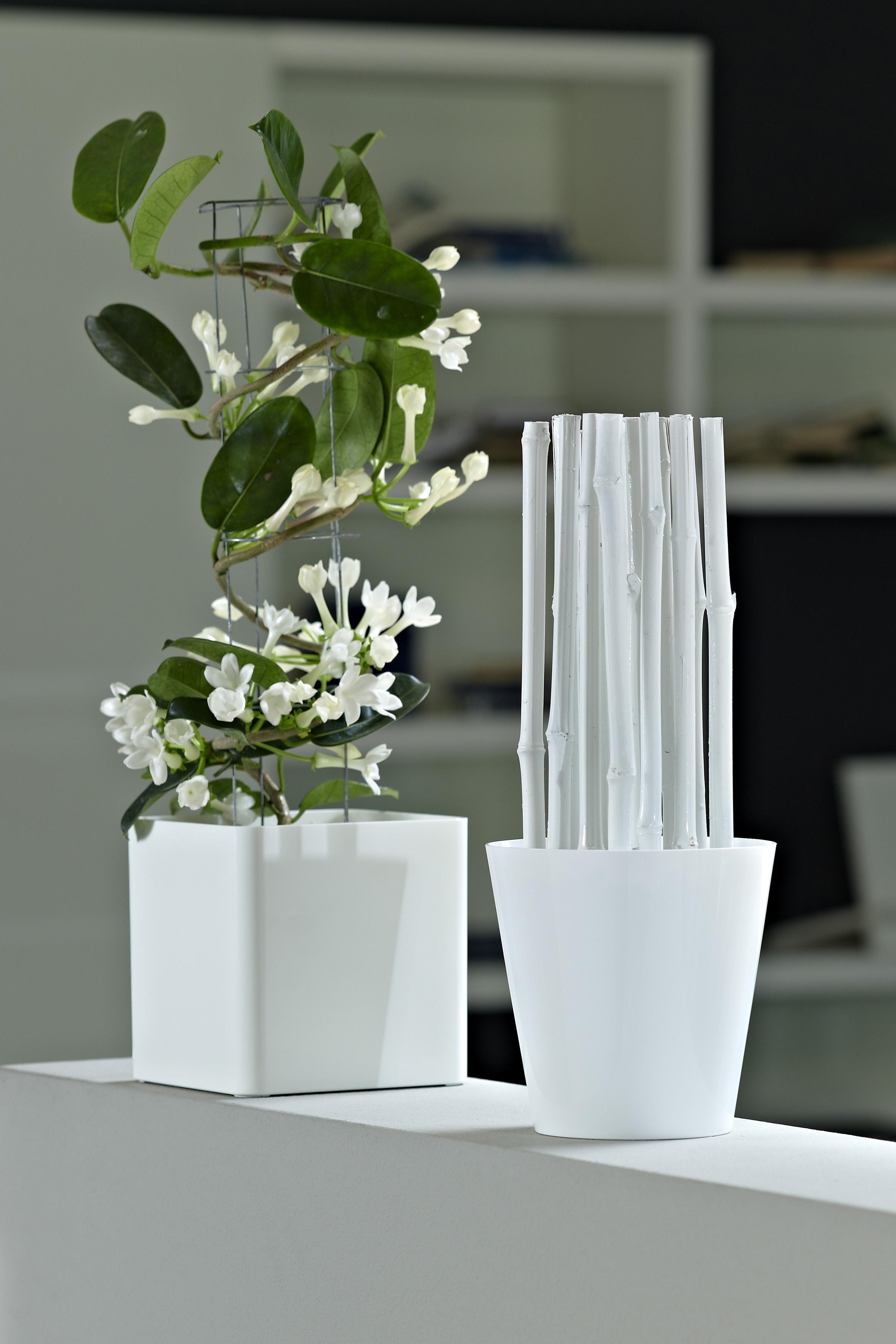Plastične dekorativne saksije